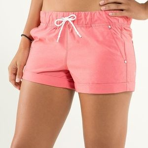 Lululemon Play All Day Short Love Red Size 4